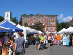 Crowd and stands at Amherst Farmers' Market
