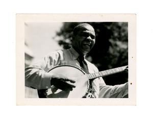 robert_gilbert_1952_gil_roberts_smiling_and_playing_banjo.jpg